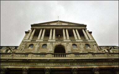 イギリス イングランド銀行 政策金利0.5%利下げ 年0.5%に